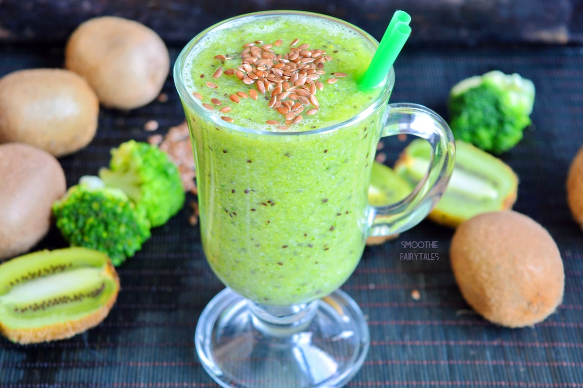 Broccoli and Kiwifruit Green Smoothie