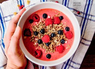 Simple Raspberry Smoothie Bowl